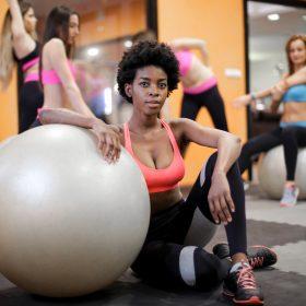 femme qui fait du sport pour perdre du poids grâce à scale ma balance connectée